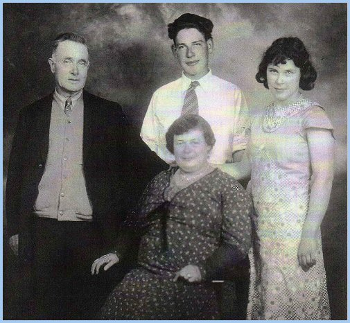 Brown Family: Robert, Elizabeth, Chester, Annetta - 1934