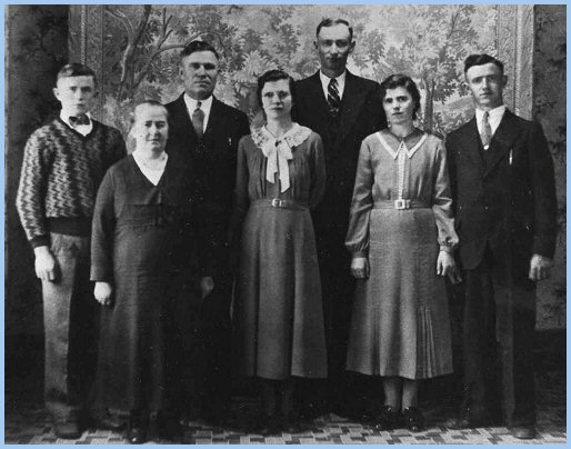 Julius and Katarina Derksen family: Julius Jr., Katharina, Julius, Katharina, George Siemens, Sara, Jake