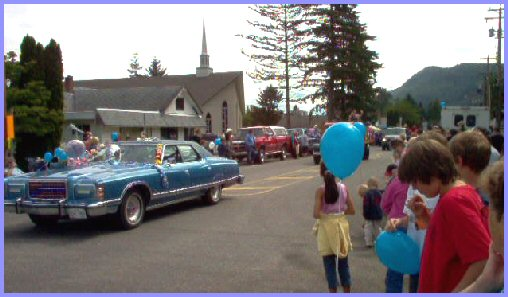 Yarrow Days' Parade, June 4, 2005  - Edith Knox and Ethel Knox
